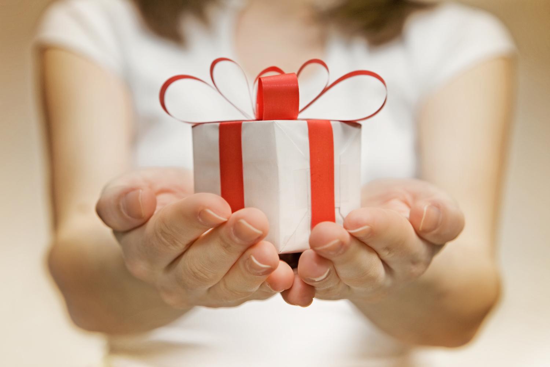 Безвозмездная передача товара как подарок